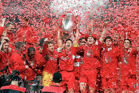 Gerrard lifts CL trophy 2005